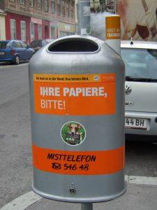 Vicces német felirat egy kukán Bécsben